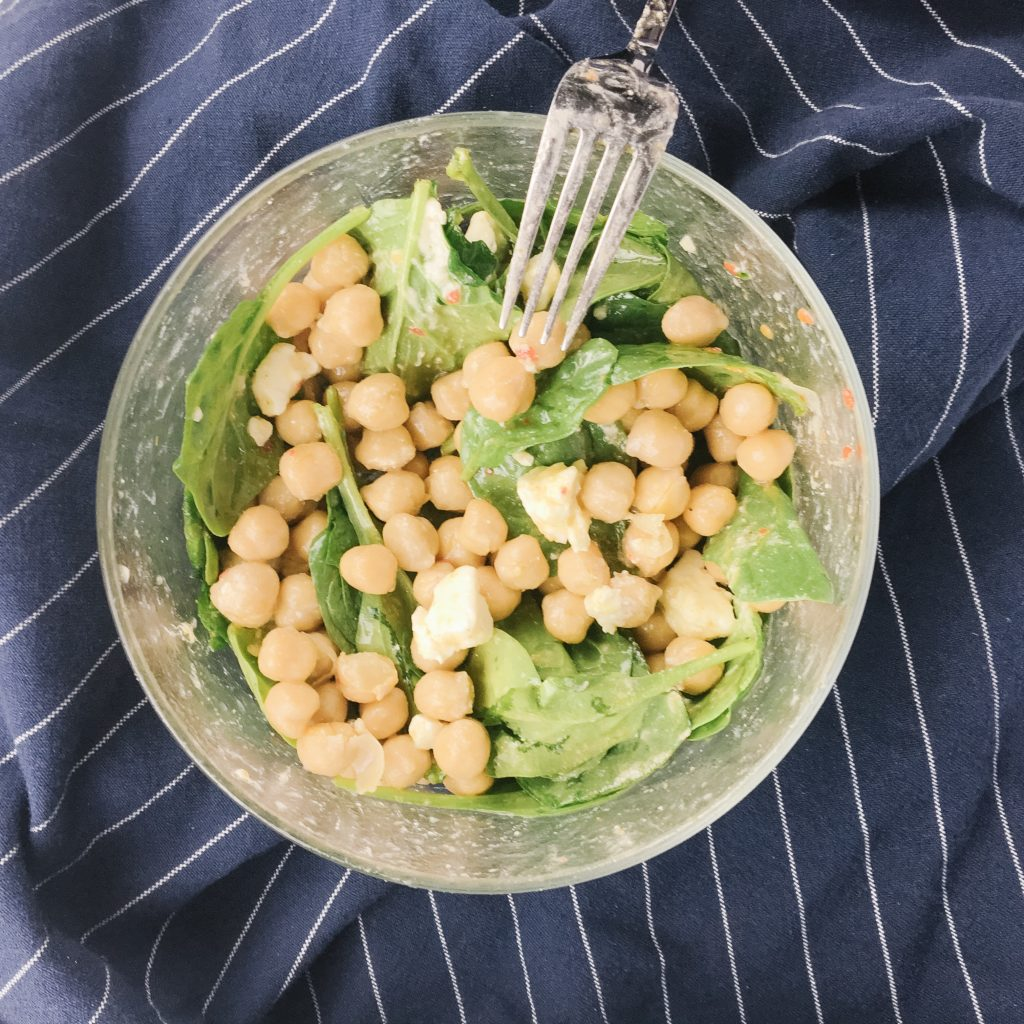 7-minute chickpea spinach salad