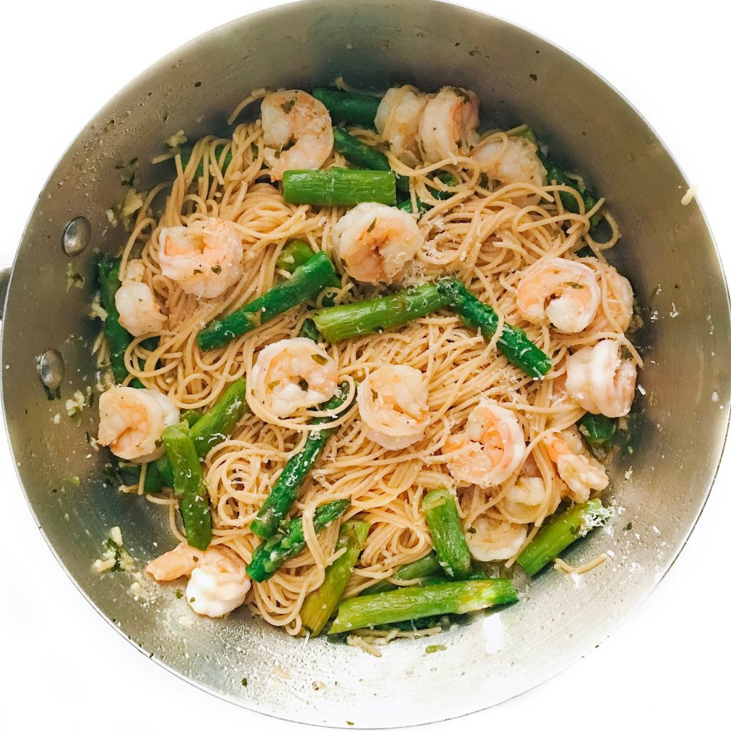 healthy weeknight pasta recipes - shrimp scampi pasta with asparagus