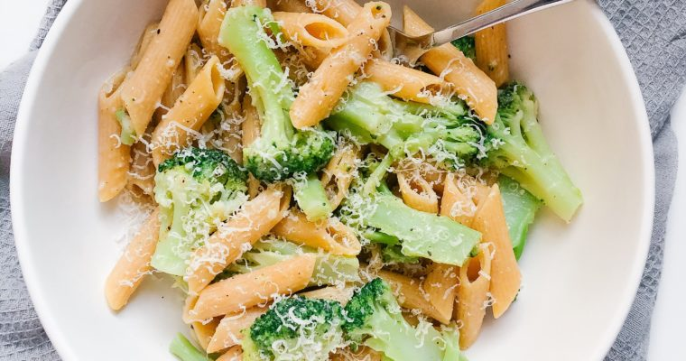 Easy One-Pot Frozen Broccoli Pasta (6 ingredients)